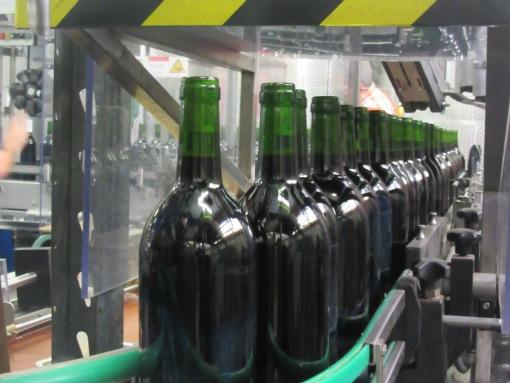 Weinwerke Bremen, Flaschen auf Laufband