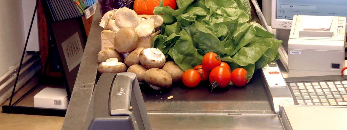 Kassenband mit Gemüse